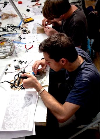 Circuit bending, modding and also the analog future